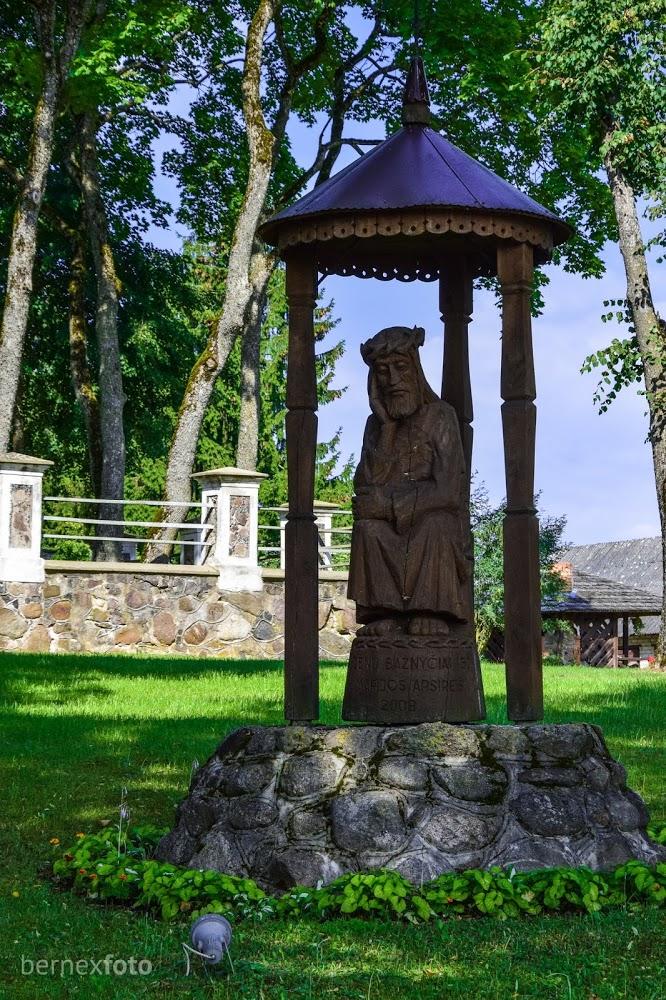 Rūpintojėlio skulptūra
