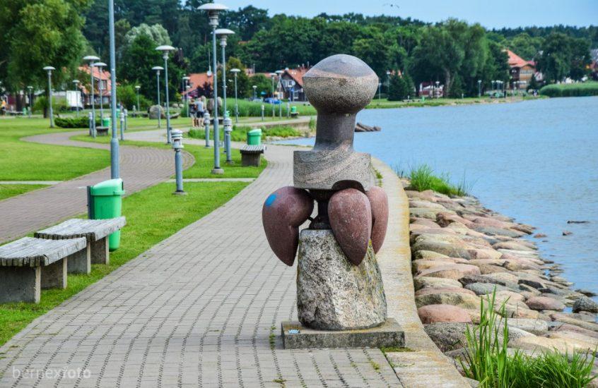"""Akmens skulptūrų kompozicija """"Žemė ir vanduo"""""""