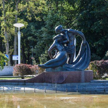 "Fontanas su skulptūra ""Jūratė ir Kąstytis"""