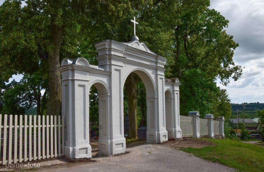 Raudondvario kapinės
