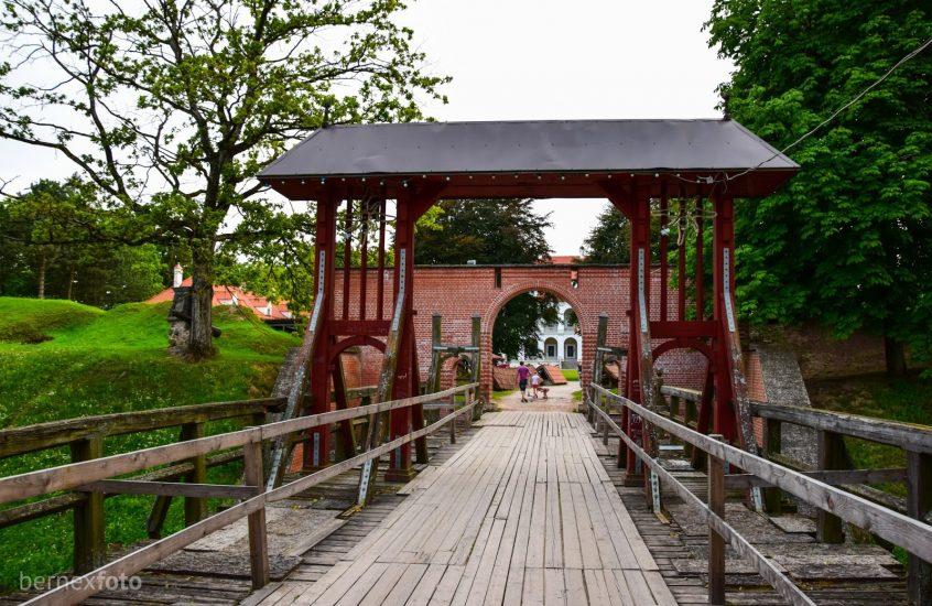 Biržų pilies tiltas