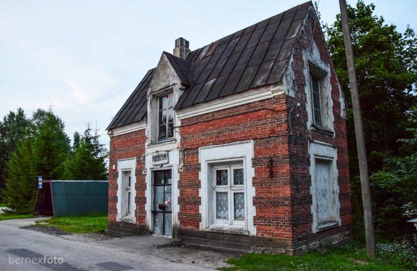 Astravo dvaro sodybos sargo namas