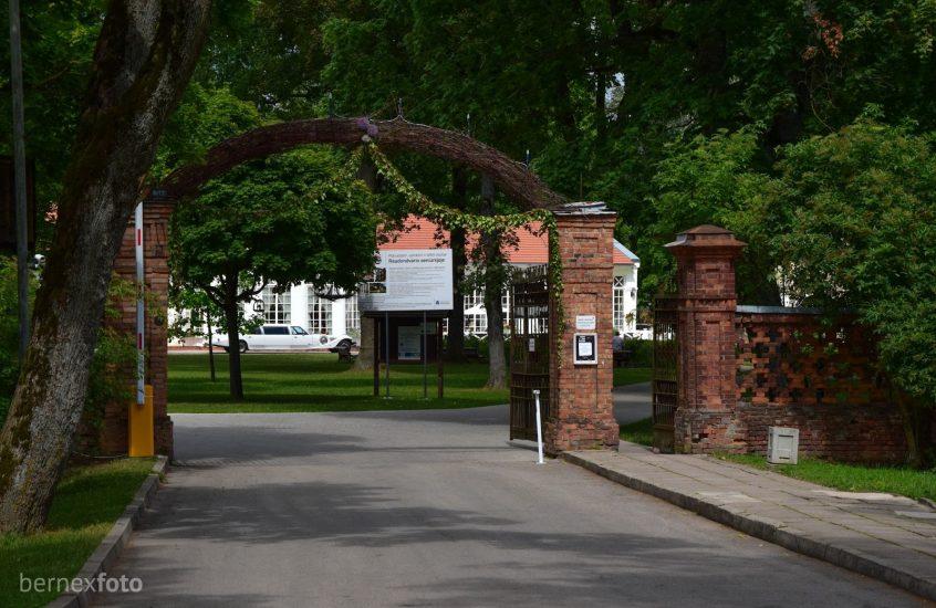 Raudondvario dvaro parko vartai ir tvora