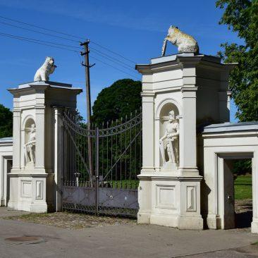 Plungės dvaro parko vartai