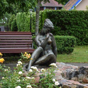 """Skulptūra """"Poilsis"""" su fontanu"""